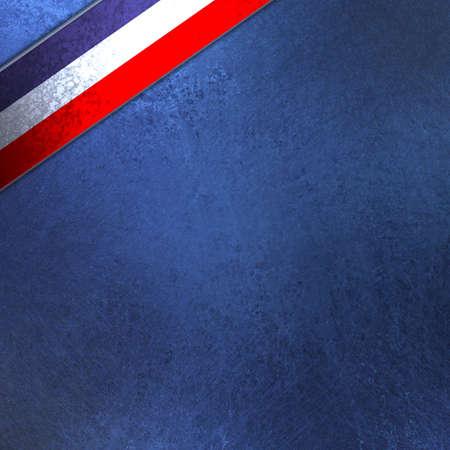 julio: rojo, ilustraci�n de fondo blanco y azul para el 4 de julio o celebraciones patri�ticas, con la textura del grunge de edad antigua, rayas de colores de la cinta