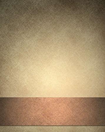 cobre: textura de fondo de color marr�n, con el marco de fondo de pantalla de color beige y una franja de cinta de cobre de fondo oscuro con bordes negros Foto de archivo