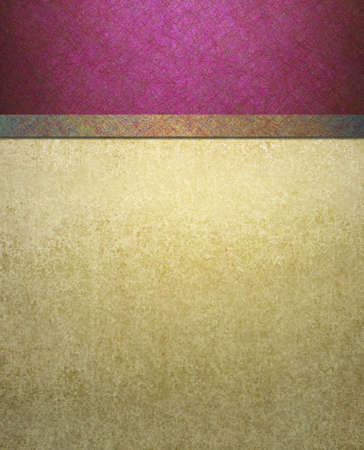 porpora: sfondo bianco della vecchia carta scuro su sfondo bandiera rosa con nastro d'oro luce e texture di sfondo grungy annata per il modello sito web o layout del menu o una brochure ad