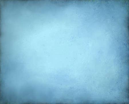 黄色の中央と柔らかいパステル調のヴィンテージ グランジ背景テクスチャ デザイン招待古い背景発表や光青紙ページ境界線上の抽象的な淡青色の背
