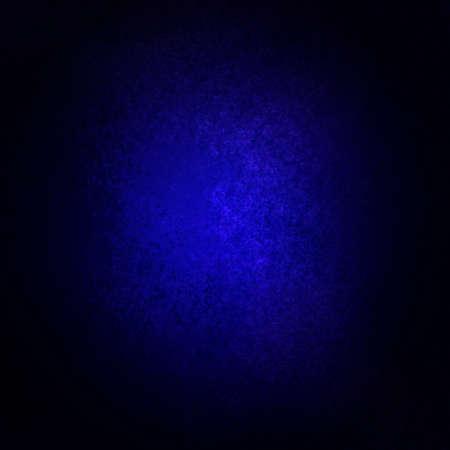 zafiro: resumen de antecedentes azul con borde negro y centro de atención viñeta dramática centro brillante de copyspace con el diseño de textura vintage grunge de fondo, papel azul profundo