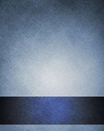 Vecchio layout blu astratto sfondo elegante con striscia blu scuro nastro verso il basso bordo cornice per la progettazione di copertina del libro o una brochure o un modello web, ha vintage background di design grunge colore sbiadito Archivio Fotografico - 14365808