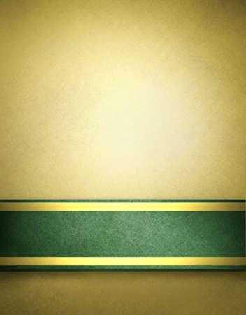 �gold: fondo de oro abstracto con color beige marr�n y cinta verde intenso con acentos de oro en plantilla elegante fondo de Navidad para la decoraci�n folleto de vacaciones de raya en blanco en marco de la frontera para el texto Foto de archivo