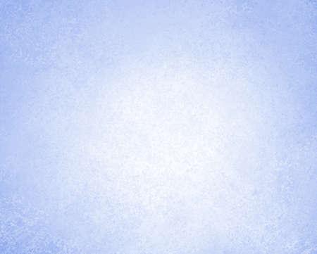 lichtblauwe achtergrond of witte achtergrond met vintage grunge achtergrond textuur perkament papier, abstracte blauwe achtergrond pastel kleur op wit papier doek linnen textuur met lichte helling cente Stockfoto