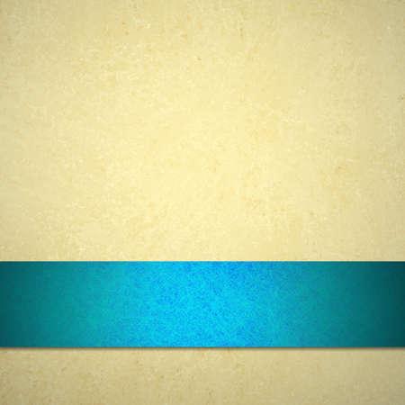 Weißen Hintergrund oder hellbraunen Hintergrund oder Papier Jahrgang Hintergrund Textur und Pastell hellblaues Band für die Ankündigung oder Web Template tan Creme oder neutralen Farbe Elfenbein für Ad-Broschüre Standard-Bild - 15308247