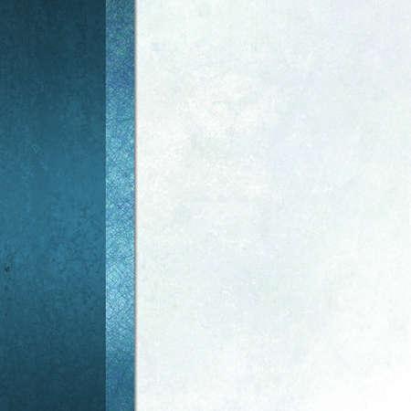 fondo elegante: elegante fondo formal con luz azul de papel pergamino blanco de fondo con la cinta del borde de rayas barra lateral de color azul con textura vintage fondo del grunge y espacio de la copia para el folleto o en el men�