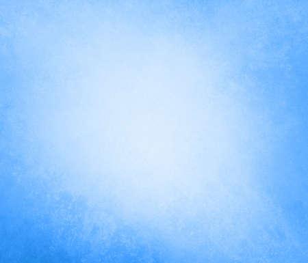 淡いスカイブルーの背景ソフト パステル ビンテージ グランジ テクスチャ白い光の固体設計背景、クールな壁は普通紙、イースターのため古い青い