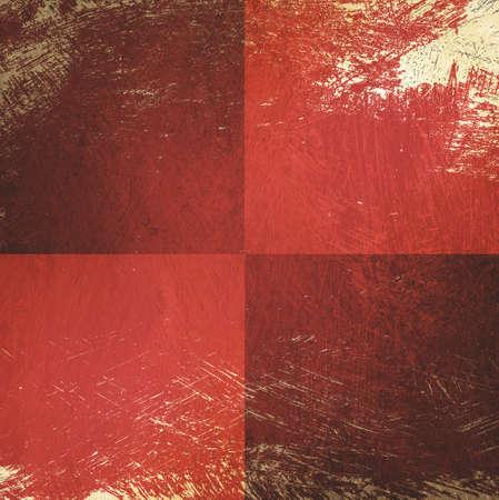 background: tablero de ajedrez de fondo rojo, la pintura descascarada de color beige y se rascó la textura, se rascó la textura de fondo vintage, diseño de fondo bloque Foto de archivo