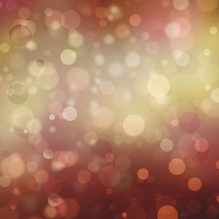 Belle or bokeh fond rouge avec des couleurs chatoyantes de l'or et des lumières blanches. Festive background du parti. Fantaisie nuit ou magiques étincelles paillettes de fond Banque d'images - 33308274