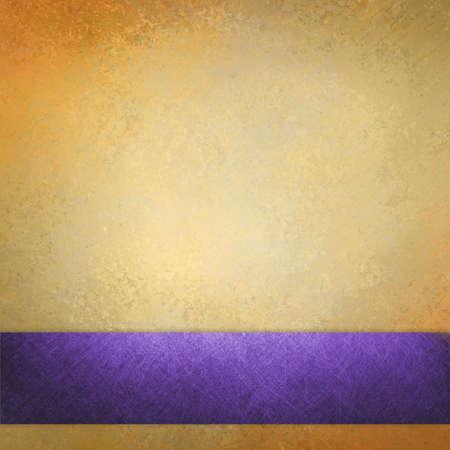 elegant gold background texture paper, faint rustic grunge purple ribbon paint design Standard-Bild