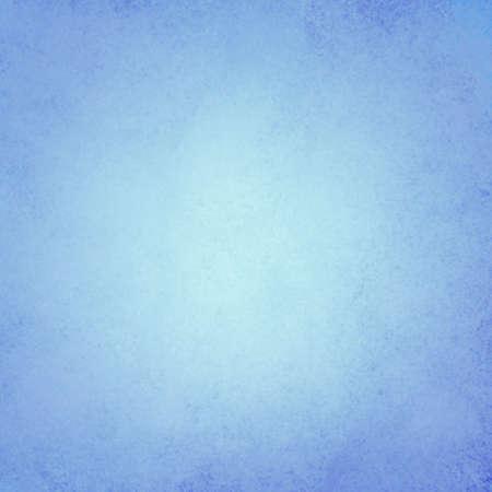 柔和的藍色背景中心,深色邊框和紋理細節 版權商用圖片