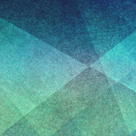 abstracte achtergrond, driehoeken en hoekige vormen gelaagd met textuur ontwerp, pret geometrische achtergrond in blauwe en groene kleurtonen Stockfoto