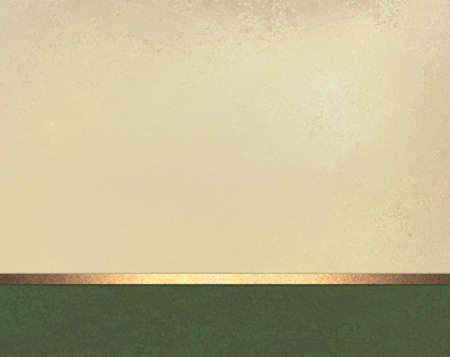 elegant off white beige Hintergrund-Layout-Design mit Vintage Pergamentbeschaffenheit, dunkelgrün Fußzeile mit glänzenden goldenen Schleife Streifen Standard-Bild