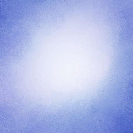fondo vintage azul: cielo elegante fondo azul con borde oscuro y el centro blanco, viejo fondo azul apenada vintage con el color blanco se desvaneci� y la textura del grunge del vintage