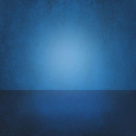青色の背景を抽象化、空の部屋のインテリア、壁床の反射。ステージ、スタジオ、3 d ルームまたはボックス製品の表示。インテリア部屋の床と壁、