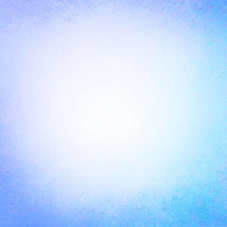 Brillante fondo azul de papel de textura ligera, de diseño rústico pintura grunge frontera débil en azul púrpura se desvaneció Foto de archivo - 62676654