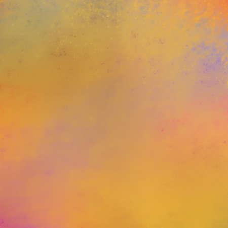 colores calidos: puesta de sol o el amanecer de fondo ilustración, colores cálidos de color naranja de oro rosa púrpura y amarillo en el fondo de textura suave borrosa Foto de archivo