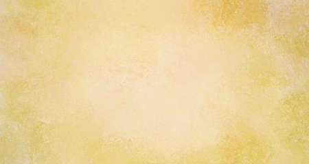 vervaagde gouden achtergrondontwerp met zacht licht midden en donkere grenzen, elegante vintage gele kleur met witte korrelige getextureerde verf in stijlvol gekromd patroon Stockfoto