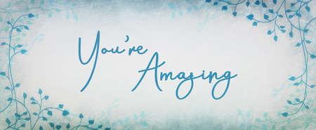 Diseño de tipografía de cumplido o aliento que dice que eres increíble en letra cursiva con diseño de borde de hiedra o enredadera y fondo azul y blanco. Foto de archivo