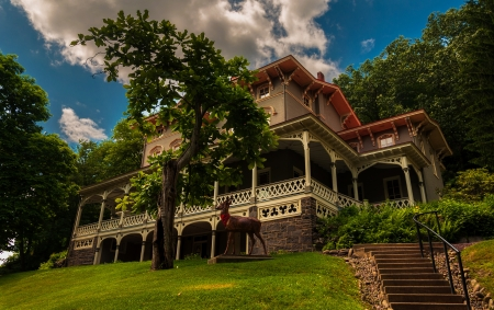 packer: The Asa Packer Mansion, Jim Thorpe, Pennsylvania.