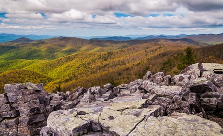 overlook: View from the boulder-covered summit of Blackrock in Shenandoah National Park, Virginia. Stock Photo