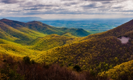 stomy: View of the Shenandoah Valley and foothills of the Blue Ridge from Blackrock Summit, in Shenandoah National Park, Virginia. Stock Photo