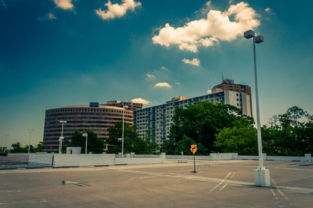 View of highrises from the top of the parking garage in Towson Town Center, Maryland. 免版税图像