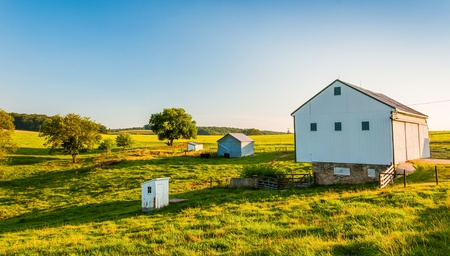 backroad: Barn on a farm in rural York County, Pennsylvania. Stock Photo