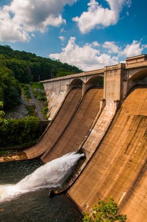 gunpowder: View of Prettyboy Dam and the Gunpowder River, in Baltimore County, Maryland. Stock Photo