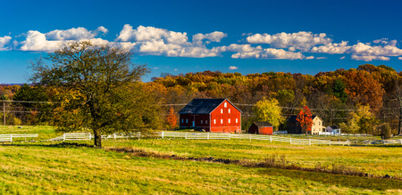 gettysburg battlefield: Tree and barn on the battlefield at Gettysburg, Pennsylvania. Stock Photo
