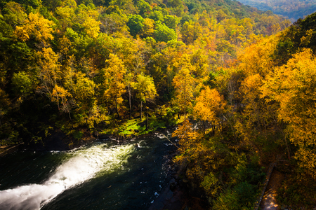 river county: View of autumn color along the Gunpowder River from Prettyboy Dam, in Baltimore County, Maryland. Stock Photo