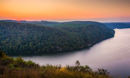 river county: View of the Susquehanna River at sunset, from the Pinnacle in Southern Lancaster County, Pennsylvania. Stock Photo