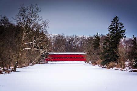 Sach's Covered Bridge during the winter, near Gettysburg, Pennsylvania. Archivio Fotografico