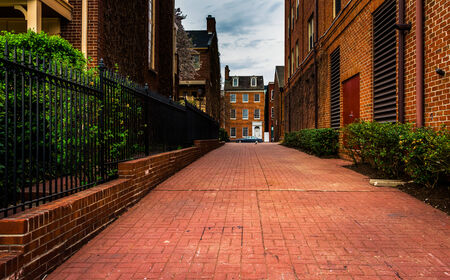 fells: Brick alley and houses in Fells Point, Baltimore, Maryland.