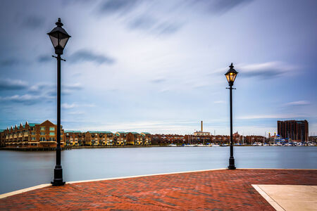 fells: Streetlamps and the Waterfront Promenade in Fells Point, Baltimore, Maryland. Stock Photo