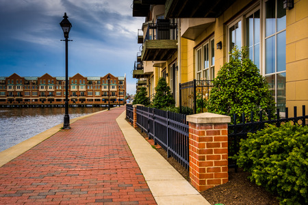 fells: Homes on the waterfront in Fells Point, Baltimore, Maryland.