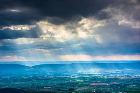 crepuscular: Crepuscular rays over the Shenandoah Valley, seen from Little Stony Man Mountain in Shenandoah National Park, Virginia. Stock Photo