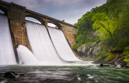 river county: Long exposure of Prettyboy Dam and the Gunpowder River in Baltimore County, Maryland. Stock Photo