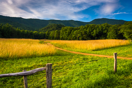 Fence and field at  Cade's Cove, Great Smoky Mountains National Park, Tennessee. Reklamní fotografie