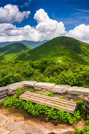 craggy: Bench and view of the Appalachians from Craggy Pinnacle, near the Blue Ridge Parkway, North Carolina. Stock Photo