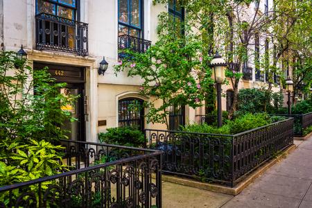 chelsea: Gardens and townhouses along 23rd Street in Chelsea, Manhattan, New York.