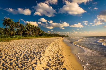 Avondlicht aan het strand in Naples, Florida. Stockfoto