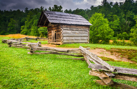 great smoky mountains: Fence and old log cabin at Cades Cove, Great Smoky Mountains National Park, Tennessee. Stock Photo