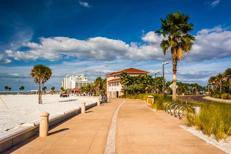 Pad langs het strand in Clearwater Beach, Florida.