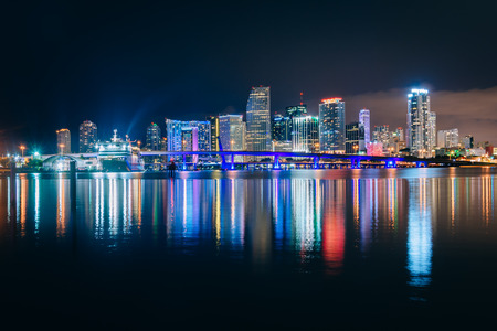 The Miami Skyline at night, seen from Watson Island, Miami, Florida. Imagens