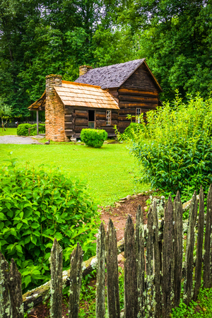 great smoky mountains: House at the Mountain Farm Museum in the Oconaluftee Valley, in Great Smoky Mountains National Park, North Carolina.