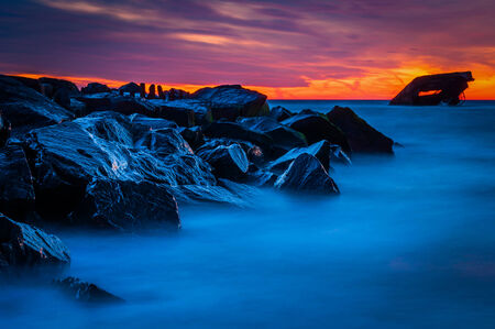 Long exposure at sunset of the USS Atlantis shipwreck at a jetty after-sunset, at Sunset Beach, Cape May, New Jersey. Archivio Fotografico