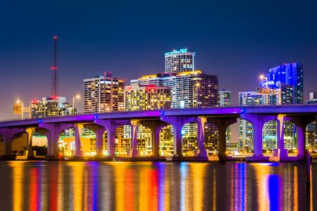 The Miami Skyline at night, seen from Watson Island, Miami, Florida. Stockfoto