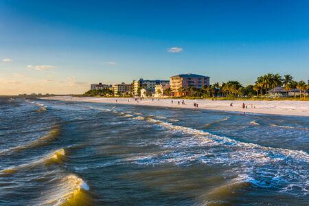 Uitzicht op het strand van de vissteiger in Fort Myers Beach, Florida. Stockfoto