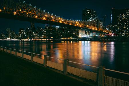 queensboro bridge: The Manhattan Skyline and Queensboro Bridge seen from Roosevelt Island, New York.
